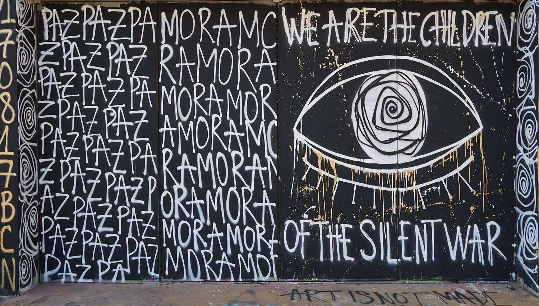 amor paz street art barcelona