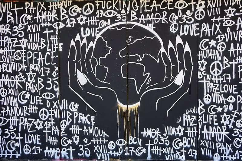 peace lovae street art barcelona