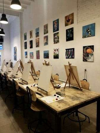 arte bar wine and painting