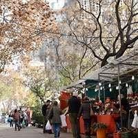 christmas market barcelona sagrada familia